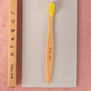 Cepillo dental mango de madera de bambú Bizi Slow amarillo