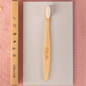 Cepillo dental mango de madera de bambú Bizi Slow blanco