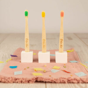 Cepillos dentales para niños en madera de bambú