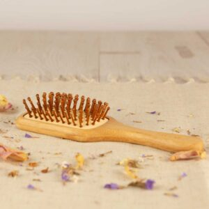 Cepillo para cabello en bambú de Bizi Slow
